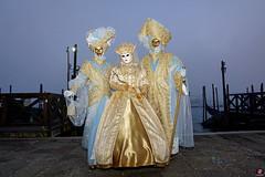 QUINTESSENZA VENEZIANA 2019 841 (aittouarsalain) Tags: venise venezia carnevale carnaval costume masque mask reine gondole gondola brume brouillard