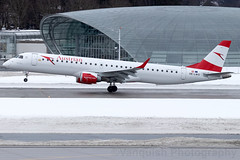 OE-LWO Austrian Airlines E-195 Salzburg Airport (Vanquish-Photography) Tags: oelwo austrian airlines e195 salzburg airport vanquish photography vanquishphotography ryan taylor ryantaylor aviation railway canon eos 7d 6d 80d aeroplane train spotting lows szg slazburg salzburgwamozartairport wamozart austria