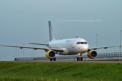 Vueling Airlines EC-MBF Airbus A320-214 cn/3492 @ EHAM / AMS Taxiway Q 28-12-2015 (Nabil Molinari Photography) Tags: vueling airlines ecmbf airbus a320214 cn3492 eham ams taxiway q 28122015