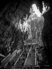 en passant par KL (Jack_from_Paris) Tags: p1000335bw panasonic dmcgx8 monochrome mono bw noiretblanc raw mode dng lightroom rangefinder télémétrique capture nx2 lr wide angle kl kuala lampur batu caves tourisme touristes voyage travel temple turists escaliers stairs