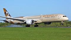 A6-BMC (AnDyMHoLdEn) Tags: etihad 787 dreamliner egcc airport manchester manchesterairport 05r