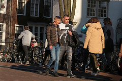 Spiegelgracht - Amsterdam (Netherlands) (Meteorry) Tags: europe nederland netherlands holland paysbas noordholland amsterdam amsterdampeople candid streetscene people centrum center centre lijnbaansgracht spiegelgracht guys male boys tourists walking twinks jeans sneakers baskets trainers skets nike nikeairmax95 canal gracht marlboro smokers strangers february 2019 meteorry