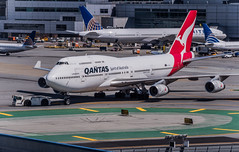 a qantas 747 being towed to departure gate (pbo31) Tags: bayarea california sanmateocounty nikon d810 color june 2019 boury pbo31 sanfranciscointernational sfo airport aviation airline plane travel sanbruno over qantus boeing 747 tow united