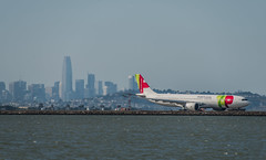 tap's inaugural sfo to lisbon flight (pbo31) Tags: bayarea california sanmateocounty nikon d810 color june 2019 boury pbo31 sanfranciscointernational sfo airport aviation airline plane travel tap airportugal airbus lisbon departure skyline sanfrancisco salesforce burlingame blue