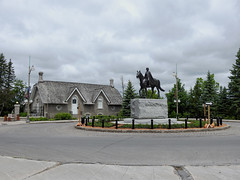 The monument to Queen Elizabeth II at the roundabout between Rideau Hall and the prime   minister's official residence in Ottawa, Ontario (Ullysses) Tags: queenelizabethii jackharman monument statue roundabout equestrianstatueofqueenelizabethii centreblockrenovations parliamenthill rideauhall 24sussexdrive primeministerofcanadasofficialresidence