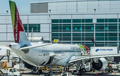 tap air portugal flight tp 236 in preflight to lisbon (pbo31) Tags: bayarea california sanmateocounty nikon d810 color june 2019 boury pbo31 sanfranciscointernational sfo airport aviation airline plane travel sanbruno over tap airportugal airbus lisbon departure panorama large stitched panoramic