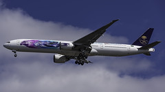 HZ-AK43_JFK_Landing_31R_Saudia_AD_Diriyah_E-Prix (MAB757200) Tags: saudiarabianairlines b777300er hzak43 abbformulae saudiaaddiriyaheprix fia juliusbar aircraft airplane airlines airport jetliner jfk kjfk boeing landing runway31r