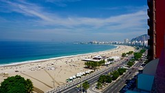 Copacabana (alobos life) Tags: copacabana rio de janeiro brasil playa praia sand atlántica mar beach sky cielo city avenida leme