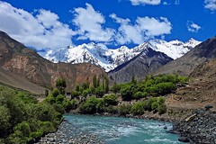 A picture postcard !! (Lopamudra !) Tags: lopamudra lopamudrabarman lopa landscape ladakh jk india suru suruvalley valley vale zanskar zanskarvalley river stream mountain mountains himalaya himalayas highaltitude highland water waterscape clouds cloud sky skyscape nature beauty beautiful picturesque