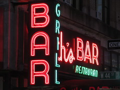 2019 Smiths Bar Restaurant Grill 1054 (Brechtbug) Tags: 2019 smiths bar restaurant grill corner 44th street 8th avenue west nyc 06112019 rush hour pedestrians milling around red green neon light sign hell s kitchen clinton new york city taxi cab hells afternoon evening subway entrance globe film smith