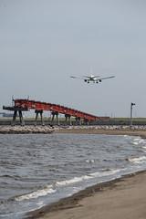 landing (kasa51) Tags: airplain jetplane airport tokyo japan landing 飛行機 旅客機 空港