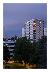 Verticalité... (DavidB1977) Tags: france îledefrance valdemarne fontenaysousbois valdefontenay immeuble fujifilm x100f nuages soir