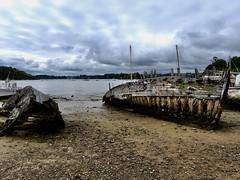 R.I.P. (Faapuroa) Tags: cimetière cemetery graveyard boat bateau marin sea mer carcasse squelette skeleton nikon p1000 coolpix