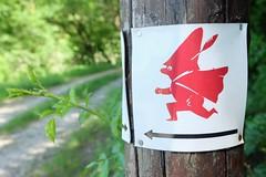 ALFELD - HÖDEKEN (Maikel L.) Tags: europa europe deutschland alemania germany niedersachsen bajasajonia lowersaxony leinebergland leinetal alfeld hödekenwanderweg hödeken schild wegweiser pathfinder path hiking hike wanderung wandern rot red symbol männchen outdoor