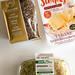 Gesunde Ernährung mit Whole & Pure Haferbrot mit Ölsaaten, veganer Käse von Simply V Paprika-Cilli mit Mandeln und Sprossen-Trio von Rewe Bio