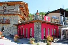 facades (archgionni) Tags: architettura architecture case homes facciate facades colori colors rosso red finestre windows porte doors legno wood pietre stones thisphotorocks
