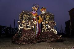 QUINTESSENZA VENEZIANA 2019 843 (aittouarsalain) Tags: venise venezia carnevale carnaval masque costume chapeau nuit brouillard brume gondola gondole