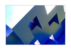 29 [titre anonyme] (Armin Fuchs) Tags: arminfuchs art lavillelaplusdangereuse würzburg anonymousvisitor thomaslistl wolfiwolf jazzinbaggies fujixt3 blue diagonal green white sculpture mainkai exhibition challenge velvia