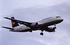 D-AIPU A320 Lufthansa LHR 19-06-93 (cvtperson) Tags: daipu a320 london heathrow lhr egll