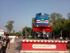 """धरतीपुत्र"" 6421/Izzatnagar/YDM4 sleeping at Gonda Junction(GD) for life time , look at semaphore signal  #धरतीपुत्र #6421 #izzatnagarshed #ydm4 #gondajunction #lucknowjunction #lucknow #division #uttarpradesh #discoveruttarpradesh #uttarpradeshtourism #n (karanyadav6) Tags: izzatnagarshed lucknowjunction railfan ydm4 sleeping division karanwdgyadav metergauge beautifulweather uttarpradesh ner railphotography discoveruttarpradesh gonda sunny day signal izzatnagar railfanningindia gondajunction chotiline 6421 railroad lucknow धरतीपुत्र badiline northeasternrailway livery semaphore uttarpradeshtourism"