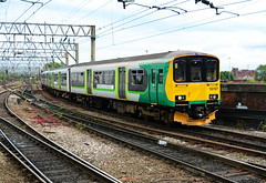 2019-06-10 @ Manchester Piccadilly: 2L70 1550 Alderley Edge-Southport: 150107 + 1420xx [DSC_3957] (graeme9022) Tags: 150 sprinter pacer northern arrival rail by uk train station north west england network local regional passenger transport transportation travel service railcar green white grey black livery lm diesel mechanical multiple unit dmu