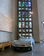 Coventry Cathedral (daviddb) Tags: citroen ds idds