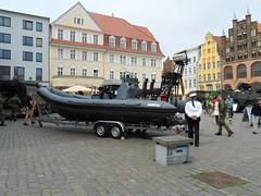 Schlauchboot der Marine (Carl-Ernst Stahnke) Tags: marine stralsund altermarkt matrose