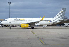 EC-LUO, Airbus A320-232(SL), c/n 5530, VY-VLG-Vueling-Vueling Airlines, CDG/LFPG 2019-03-10, about to leave Quebec ramp @ T3. (alaindurandpatrick) Tags: vy vlg vueling vuelingairlines airlines airliners jetliners minibus airbus airbusa320 a320 a320200 airbusa320200 cdg lfpg parisroissycdg airports aviationphotography ecluo cn5530 a320232sl airbusa320232sl