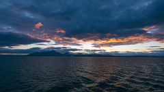 Coucher de soleil, sunset - En mer, Alaska, AK, USA - 1290 (rivai56) Tags: coucherdesoleil sunset enmer alaska ak usa 1290 sea nuages coucher de soleil sous les under clouds groupenuagesetciel