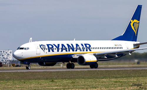737 EI-DYL despegando en Schiphol