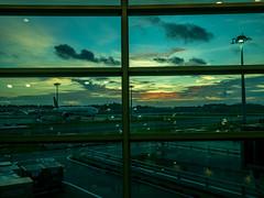 Morning at Singapore Airport (Thanathip Moolvong) Tags: changi airport singapore morning sunrise window glass plane