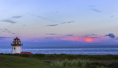 Grande-Rivière (Danny VB) Tags: granderivière gaspésie québec canada phare lighthouse sunset coucherdesoleil coucher soleil dannyboy ocean atlantic atlantique house maison casa home grasse 132 summer