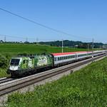 Die ÖBB 1016.023-4 ,,Green Points,, zieht am 07.06.2019 den D 14610 von Wien Hbf nach Feldkirch. Aufgenommen in Weng.