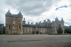 Petit circuit en Écosse (PierreG_09) Tags: grandebretagne royaumeuni écosse edinburgh édimbourg holyroodhouse palaceofholyroodhouse palaisdeholyrood