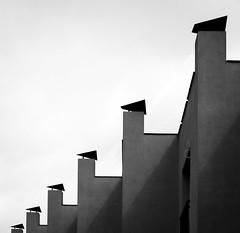 Chimeneas. (Ricardo Pallejá) Tags: blancoynegro bw blackandwhite nikon d500 street sombras shades silueta new urbanexploration urban urbana monocromo monocromático calle contraste arquitectura architecture
