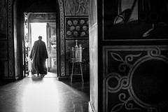 the way to the light (Rien van Voorst) Tags: streetphotography straatfotografie strasenfotografie fotografíacallejera photographiederue fotografiadistrada monochrome city urban highcontrast kiev ukraine church priest kirche kerk priester