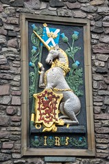 Petit circuit en Écosse (PierreG_09) Tags: grandebretagne royaumeuni écosse edinburgh édimbourg holyroodhouse palaceofholyroodhouse armoiries blason palaisdeholyrood