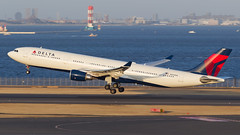 Delta A330-300. (spencer_wilmot) Tags: dl dal delta a330 haneda japan departure takeoff n823nw