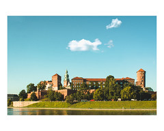 Wawel! (robertkowalski91) Tags: wawel castle kraków cracow spring sky clouds water river june hill landscape cityscape streetphotography nature trees architecture building