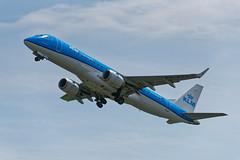 E190_KLM_Cityhopper_PH_EZV_JDB_8275 (Jan van der Heul) Tags: schiphol schipholairport civilaviation aircraft airplane eham ams