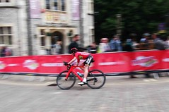 Winchester Cycle Races (catrionatv) Tags: hampshire winchester thesquare road paving barriers advert trees museum bike bicycle helmet lycra chain pedals spectators supershot