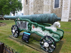 Bronze 24 pounder cannon The Tower Of London (Marshall Smart) Tags: bronze 24 pounder cannon the tower of london