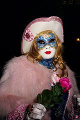 QUINTESSENZA VENEZIANA 2019 855 (aittouarsalain) Tags: venise masque venezia costume chapeau carnevale carnaval rose portrait regard
