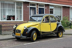 Citroën 2CV6 Club fake-Charleston 1986 (PZ-25-KX) (MilanWH) Tags: citroën 2cv6 club yellow 2cv flattire charleston 1986 galvanized pz25kx