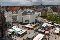 Markt vor dem Ulmer Münster (wb.fotografie) Tags: ulm ulmermünster kirche kirchturm wochenmarkt marktplatz deutschland badenwürttemberg turm ausblick