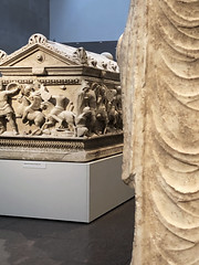 Forever War (Diorama Sky) Tags: unitedstates us texas tx houston museum artmuseum museumoffineartshouston mfah art ancientart funeraryart sculpture carving sarcophagus stone marble rome roman conflict battle soldiers amazons dioramasky fora