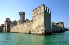 CASTILLO DE SIRMIONE, LAGO DE GARDA 9199 2-6-2019 (Jose Javier Martin Espartosa) Tags: castillodesirmioni lagodegarda italia