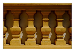 30 [titre cinq soldats - illusion] (Armin Fuchs) Tags: arminfuchs lavillelaplusdangereuse würzburg veitshöchheim anonymousvisitor thomaslistl wolfiwolf jazzinbaggies light shadow fence stone pattern schloss challenge fuji xt3
