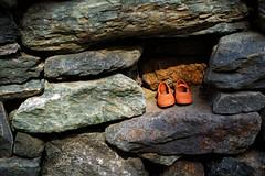 ROSA & BERRY Tawada 15 (lakeside_cat) Tags: rosaberrytawada shoes footwear earthenware pottery ware 土器 陶器 焼き物 靴 くつ 履物 stonewall stone 石組 石垣 石壁 foveon sigma