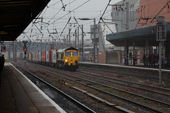 66536 appears out of the gloom. Doncaster. (Chris Firth of Wakey.) Tags: doncaster class66 66536